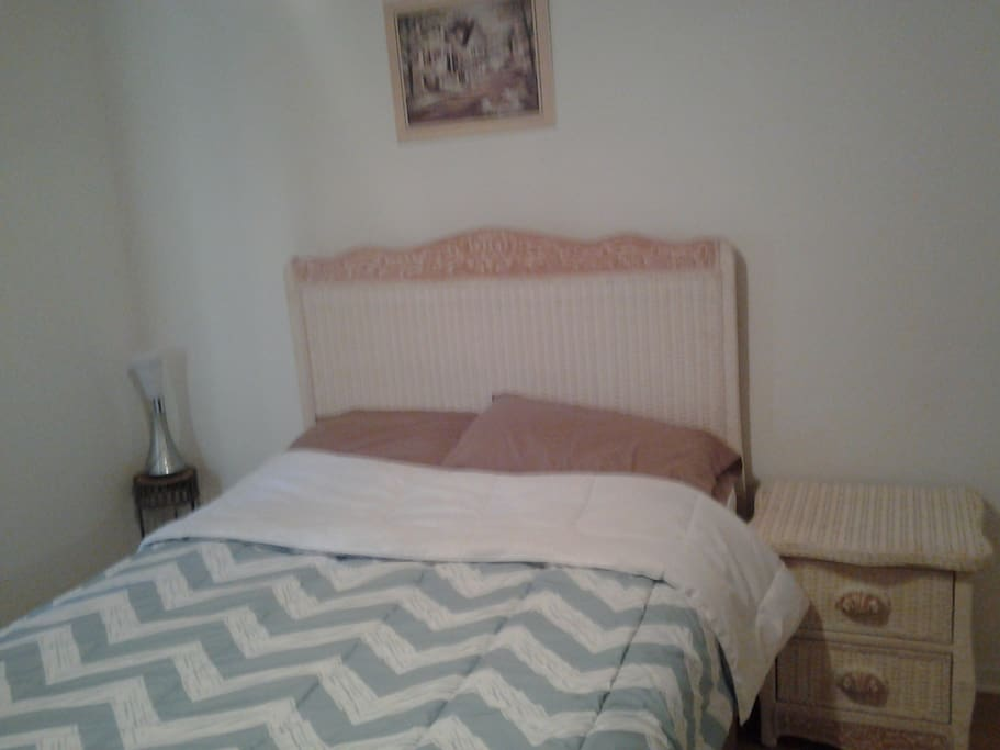 chambre a louer dans une maison maisons louer roxboro qu bec canada. Black Bedroom Furniture Sets. Home Design Ideas