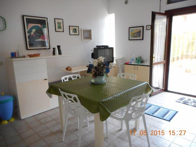 Villetta su 2 piani con giardino