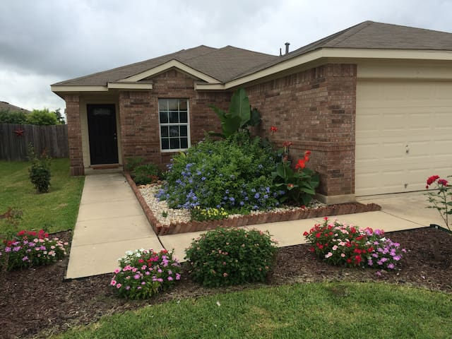 Amy's 3 bed 2 bath home - Cibolo - Casa
