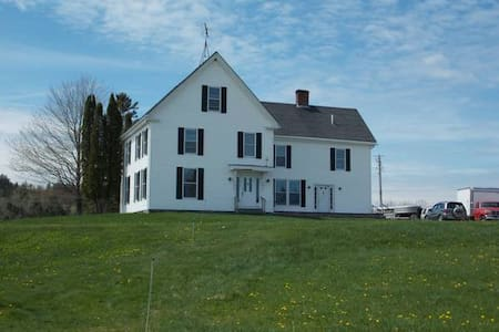 Farmhouse on Tide Mill Organic Farm - Dennysville