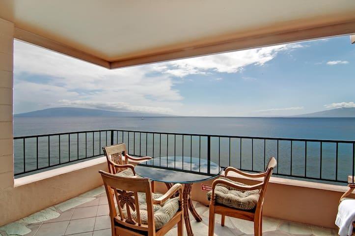Absolutely Oceanfront Corner Condo! - Lahaina - Appartement en résidence