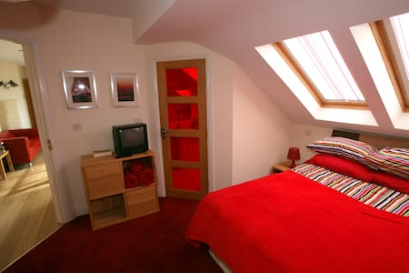 The Red Room...Luxury Double Ensuite Room WIFI inc - Achill