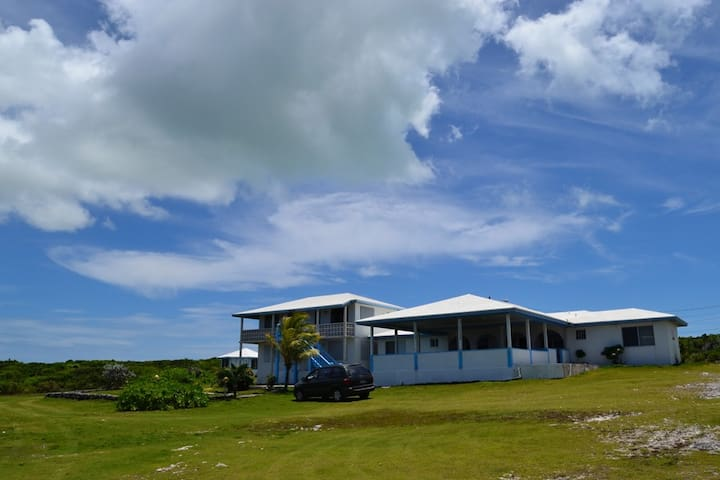 Ocean Views and Island Breeze - Buckley's Settlement - Bed & Breakfast