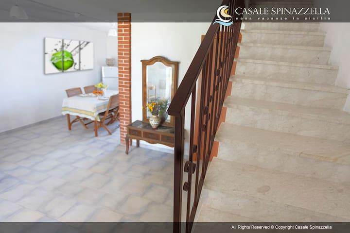 scale interne per accesso al piano superiore