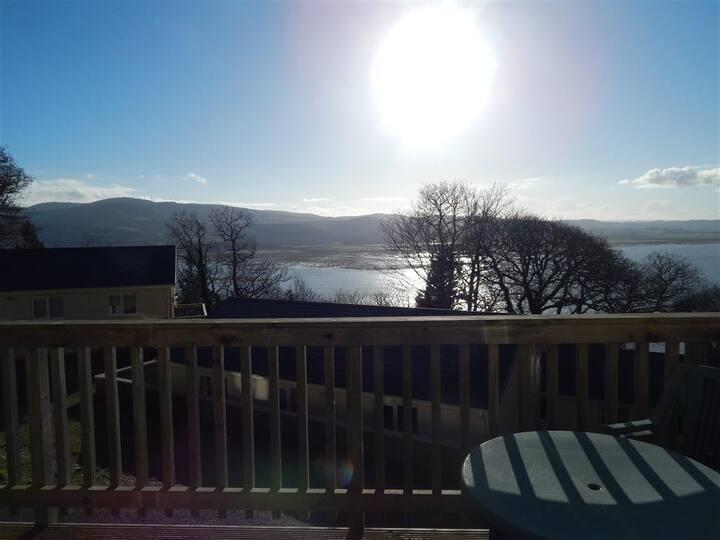 2 Bedroom Bungalow With Balcony & Estuary Views.
