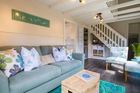 Brown Beach House 500' to the Waves - 라구나 비치(Laguna Beach)