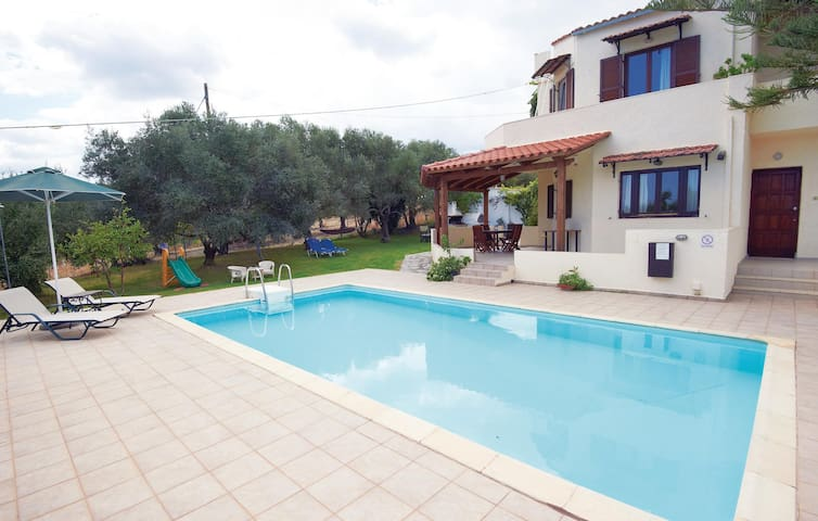 Holiday cottage with 4 bedrooms on 220 m² in Rethymnon