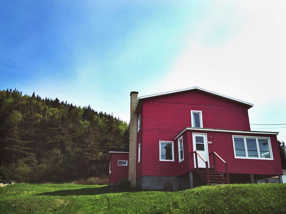 maison rosa au bord de l 39 eau houses for rent in manche d 39 p e quebec canada. Black Bedroom Furniture Sets. Home Design Ideas