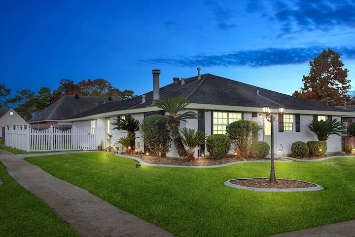❤️ RIVER OAKS Stylish + Modern 3BR Home By DT❤️