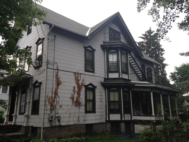 Lovely updated studio apt on 2nd fl - Ithaca - Daire
