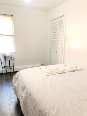 A clean 2 comfortable private room near Bowne park