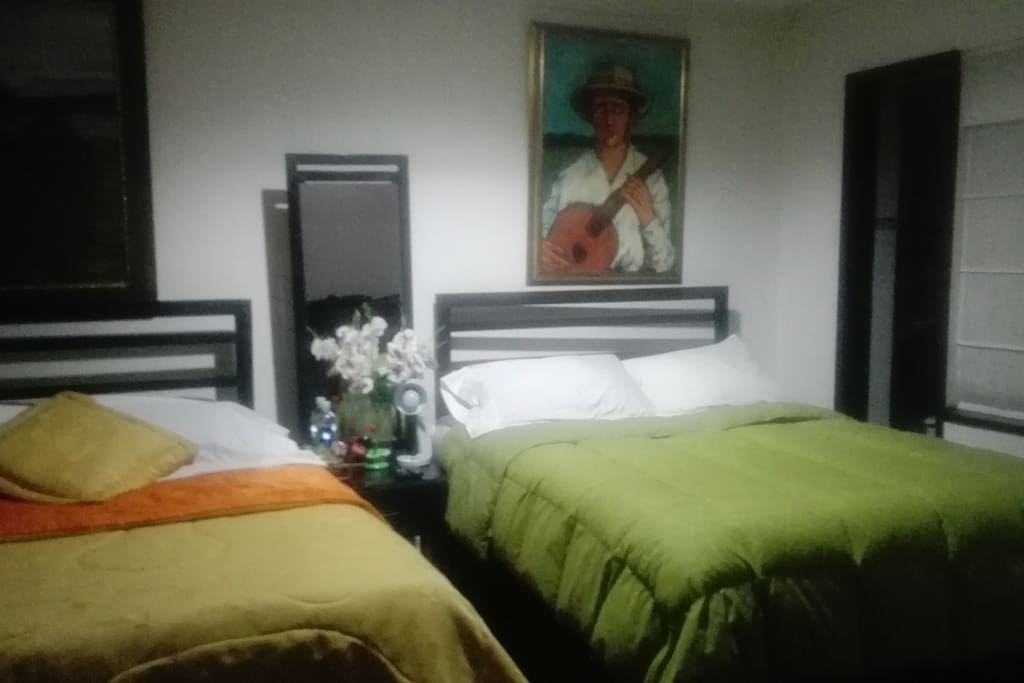 Habitacion para 4 personas, dos camas dobles.