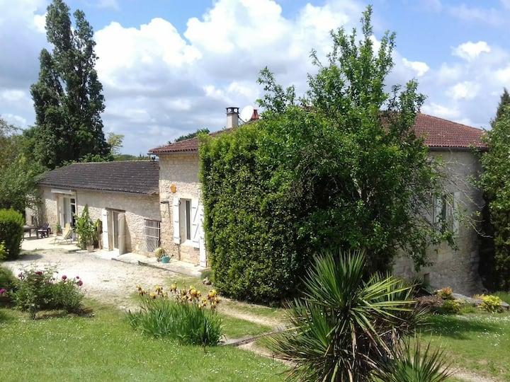 Villa au calme avec piscine et terrasses