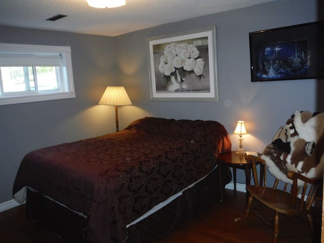 1bd/1bath near equestrian center