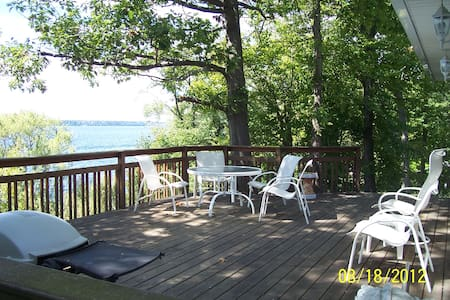 Finger Lakes cottage on Seneca Lake - Geneva - Talo