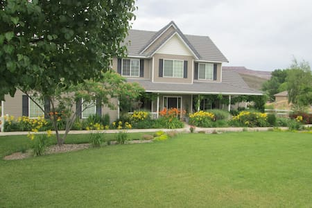 Farm Estate Between Zion/St. George - Toquerville - Bed & Breakfast
