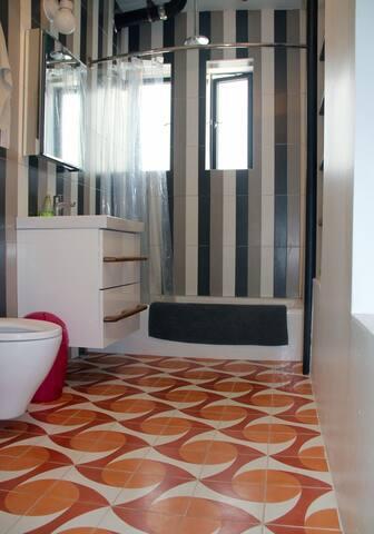 DESIGN BATHROOM WITH CUBAN TILE