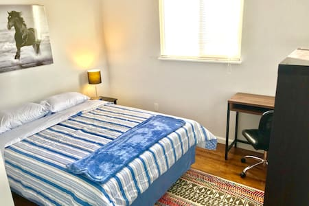 Cozy room,central location perfect for short stays