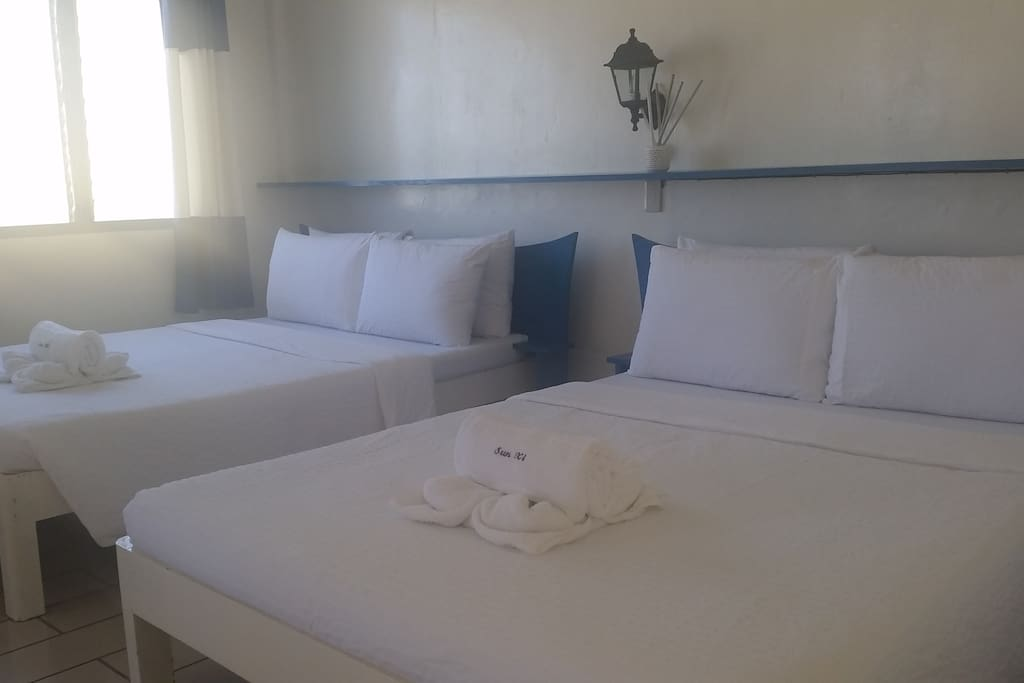 2 double beds with linens provided.