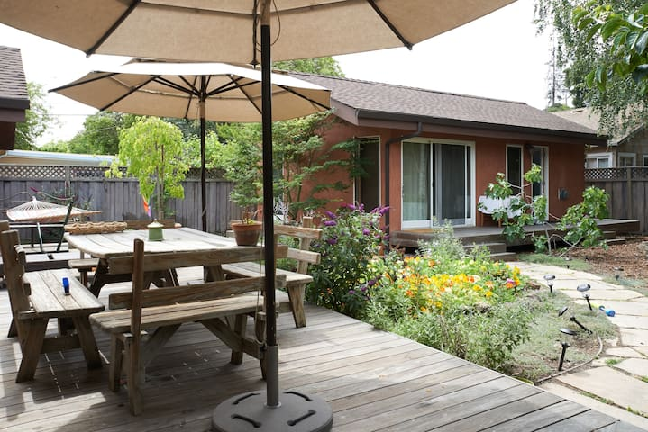 Cottage Studio in Garden Setting - Menlo Park - Casa