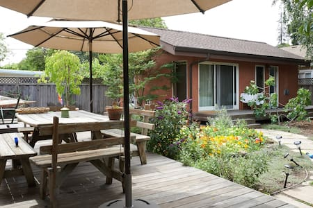 Cottage Studio in Garden Setting - Menlo Park
