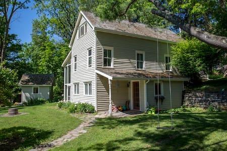 Charming 1890s farmhouse nestled near Catskills - Accord - Talo