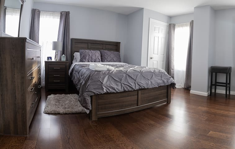 4 - Master Room with Queen Size Bed