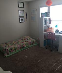 Charming Cottage Bedroom in Orlando - Orlando