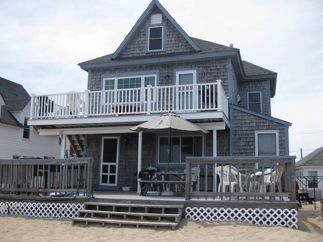 Family Cottage on the Beach! A+ Views, on the sand