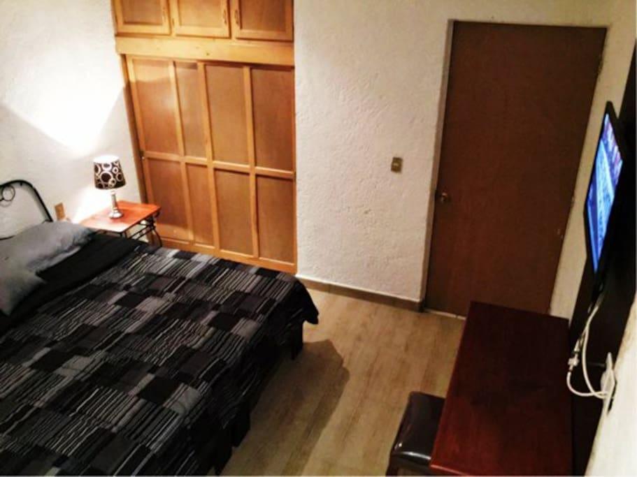 Habitacion con tv clima y ba o privado apartotel en for Habitacion zaragoza alquiler