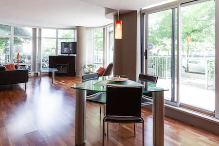 Waterfront townhouse in Yaletown