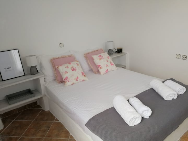 Captain's Andrew Guest Room150m from Logaras beach