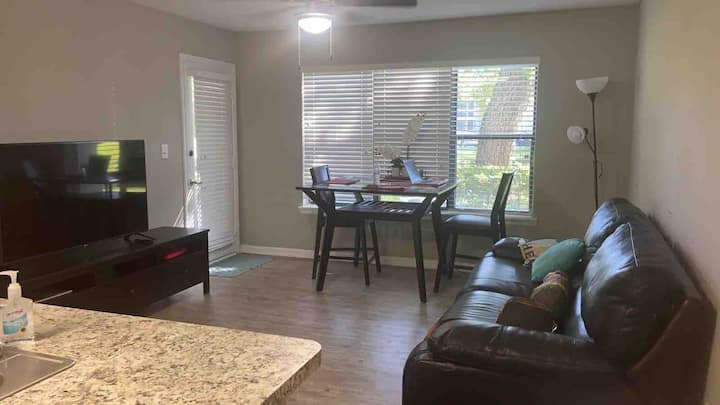 2 minutes from Orlando MCO airport apartment