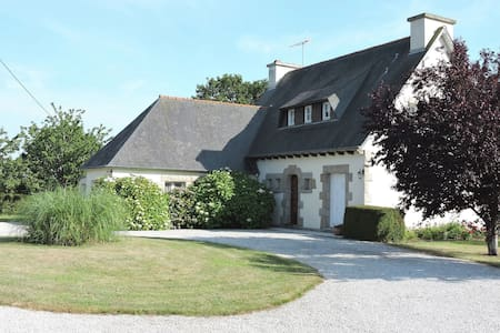 Detached holiday home with garden to get to know culture-filled North Brittany