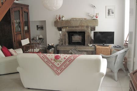 Grande maison de village restaurée - Belle-Isle-en-Terre