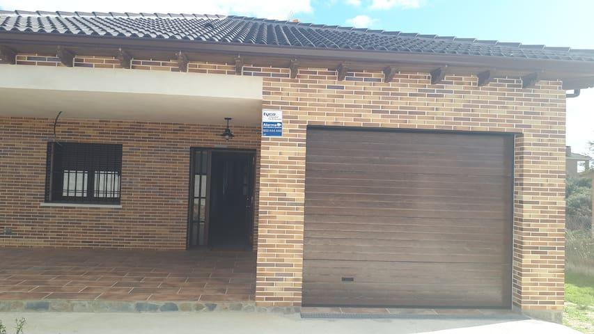 2 habitaciones, casa independiente,vistas al campo