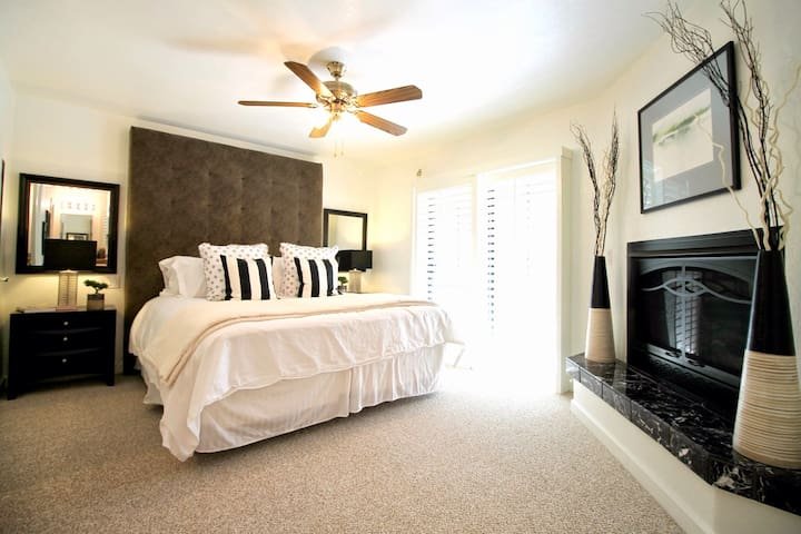 Upper Level: Bedroom 1 has a California King bed and full private bathroom.