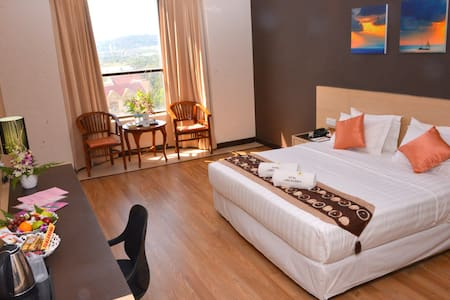 Hotel Langkasuka with shopping mall - Langkawi - Bed & Breakfast