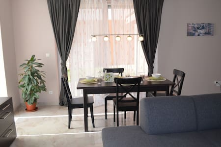 Gorgeous quiet large townhouse on Budapest border - Budaörs