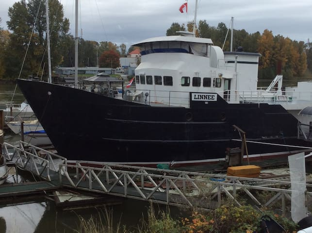 Stay in the Captain's Quarters - New Westminster - Barco