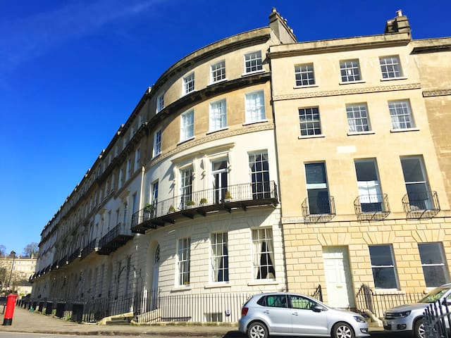 Beautiful King Double -Classic Georgian- Central - Bath - Apartmen
