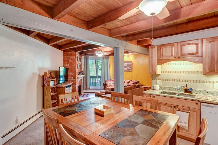 #1712 Great central location to Summit County ski areas. Fantastic clubhouse. Swimming Pool. By VacaVibe