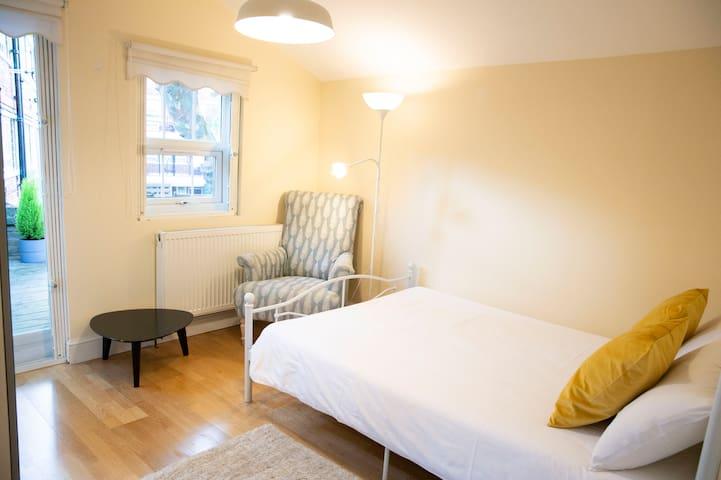 Double room with balcony near Tower Bridge