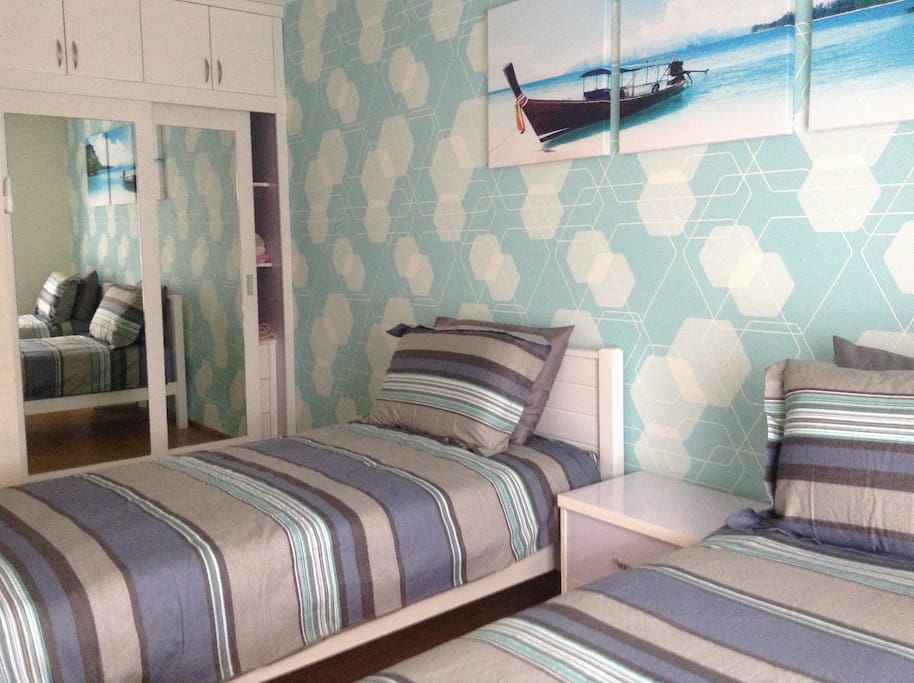 Bedroom 2 with 2 x single beds