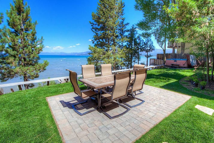 Lakefront! Hot Tub, BBQ, Pet Friendly, Boats OK on Shared Pier (CYH1281)