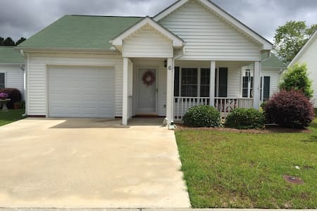 Quaint and Quiet 2BR/2BA - Moultrie - 独立屋