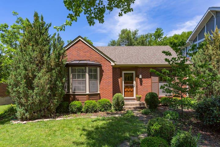Cozy Nashville Cottage-Lipscomb,12S, GreenHills,DT