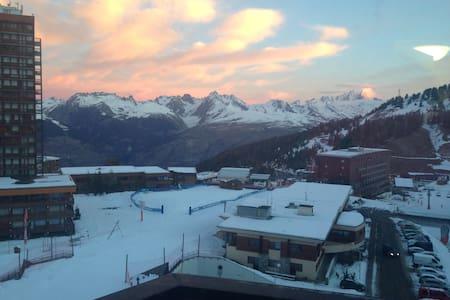 Petit Studio neuf skis aux pieds vue Mont Blanc - Mâcot-la-Plagne