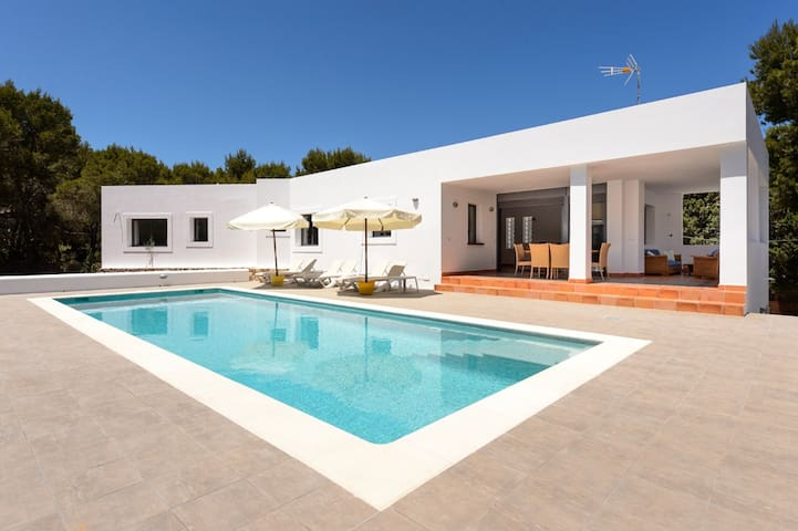 New Villa w Pool 19mins from Ibiza