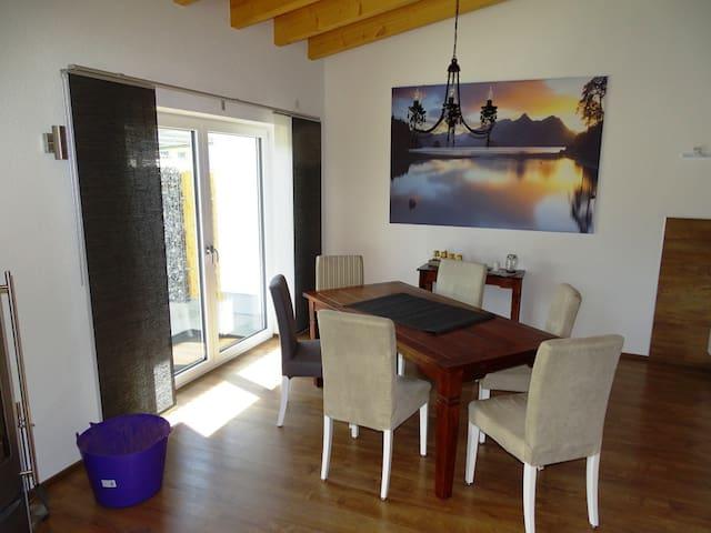 Ferienwohnungen am Weinberg, (Ostrach), Die große Ferienwohnung, 90qm, 1 Schlafzimmer, max. 6 Personen